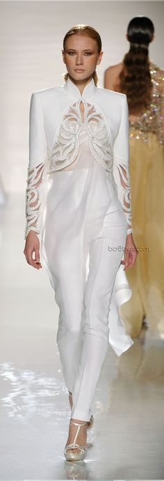Gorgeous cutwork and beaded crop jacket ❤️ Fausto Sarli Spring Summer 2012 Couture OMG! this would be perfect for a mature bride! Couture Fashion, Runway Fashion, Fashion Show, Womens Fashion, Fashion Design, Fashion Trends, Mode Chic, Mode Style, Elegantes Outfit