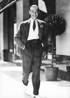 """Such a """"dapper dan"""" Fred Astaire. Golden Age Of Hollywood, Hollywood Stars, Classic Hollywood, Old Hollywood, Fred Astaire, Pin Up, Fred And Ginger, Musical Film, Lindy Hop"""