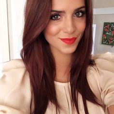 Julia Engel rougeâtre cheveux châtains couleur