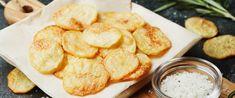 A leggyorsabb sült krumpli mikróban sütve – Tökéletesen ropogós lesz - Receptek | Sóbors Baked Potato Oven, Oven Baked, Microwave Potato, Potato Recipes, Snack Recipes, Patatas Chips, Salt And Vinegar Potatoes, Homemade Sour Cream, Crispy Chips
