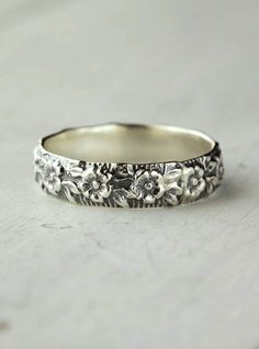 Floral ring...used to have one just like this, it was my signature. I think I need another.