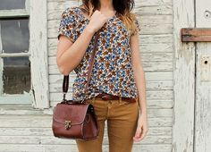 For fall: Floral shirt, mustard jeans, tan bag. Fall Outfits, Casual Outfits, Cute Outfits, Fashion Outfits, Mustard Jeans, Fashion Moda, Womens Fashion, Look Jean, Look Formal
