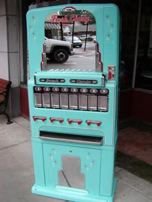BiTw com Candy Vending Machines are Stoner Candy Machines - Stylehive