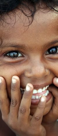 Big, beautiful eyes, with a big, beautiful smile! We Are The World, People Around The World, In This World, Beautiful Smile, Beautiful Children, Beautiful People, Beautiful Beach, Smile Face, Make You Smile