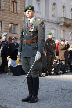 Austria, German Uniforms, Captain Hat, Modern, Fashion, Weapons, Friends, Moda, Trendy Tree