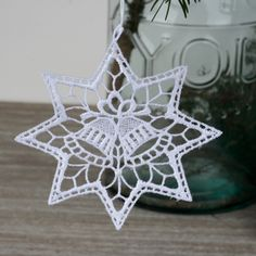 Háčkovaná vánoční ozdoba hvězda se zvonečkem 10cm