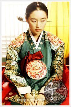 Goong- I love this show 2006 Korean Traditional Dress, Traditional Dresses, Blue And White Jeans, Princess Hours, Korean Tv Series, Beach Wedding Aisles, Yoon Eun Hye, Modern Hanbok, Goong