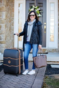 Greetings and happy Friday! Today I'm sharing what I packed for my Disney World vacation last week and my travel outfit. Spring Outfits, Winter Outfits, Disney World Outfits, Disney Vacation Outfits, Winter Travel Outfit, Winter Packing, Ideas Vintage, Long Puffer Coat, Tory Burch Sandals