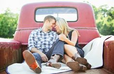 The inner country girl in me wants to take engagement pictures in a classictruck. But then again. I dont. I do find this cute tho. #engagementpictures #engagement