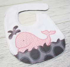 Bebedou Bibs , Quality bibs at affordable prices The Babys, Baby Sewing Projects, Sewing For Kids, Sewing Crafts, Burp Rags, Burp Cloths, Baby Gifts To Make, Baby Bibs Patterns, Baby Kind