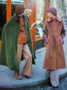 「ヒッピー時代を象徴する、1970年代前半の西洋女性のストリートファッション写真」の画像 : カラパイア