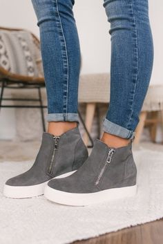 Steve Madden Wedgie Sneakers - Grey Suede : Update your shoe collection this season! These suede wedge sneakers from Steve Madden features functional zipper accents on the sides. Sneaker Outfits, Sneaker Heels, Sneakers Fashion Outfits, Athleisure Outfits, Zapatos Steve Madden, Steve Madden Sneakers, Steve Madden Slip On, Steve Madden Wedges, Black Boots Outfit