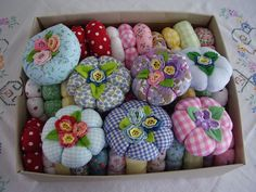 Round pincushions with pretty flowers and leaves on top - so sweet! Inspiring pic.