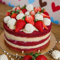 Cheesecake Pops, Bolos Naked Cake, Naked Cakes, Red Velvet Cake Decoration, Red Velvet Birthday Cake, Bolo Red Velvet, Cute Baking, Valentine Cake, Gorgeous Cakes