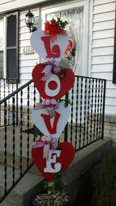 100 adorable DIY Valentine's Day decor ideas that will make your home look cute and romantic ., day decor diy 100 adorable DIY Valentine& Day decor ideas that will make your home look cute and roman. Valentines Day Decor Outdoor, Diy Valentines Day Wreath, Valentines Day Decorations, Valentine Day Crafts, Holiday Crafts, Kids Valentines, Valentines Sweets, Valentine Day Love, Diy Valentine's Day Decorations