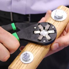 Bionic Wrench Stops the Bolt Size Guessing Game
