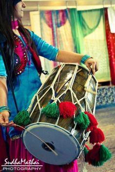 :) i wish i knew how to play! Punjabi Wedding, Desi Wedding, Wedding Shit, South Asian Wedding, Dance The Night Away, Indian Outfits, Indian Fashion, Women's Fashion, Wedding Bells