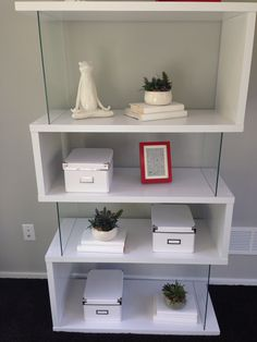 Love this shelf.  Good DIY project.