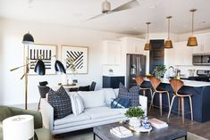 modern art for modern spaces. Family Dining Rooms, Living Room Decor, Living Spaces, Living Rooms, Küchen Design, Interior Design, Up House, Family Room Design, Modern Spaces