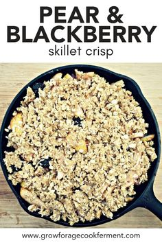 Skillet Pear and Blackberry Crisp: Late summer and fall is when pears are ripe is the perfect time to make this skillet pear and blackberry crisp! Fall Dessert Recipes, Fall Desserts, Just Desserts, Summer Recipes, Delicious Desserts, Baking Recipes, Real Food Recipes, Blackberry Crisp, Baked Pears