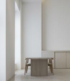 Minimalistisches Apartment von Jen Alkema -  full story: http://www.leuchtend-grau.de/2015/01/So-wohnt-der-Architekt-Jen-Alkema.html #kitchen #minimal #minimalistisch #JenAlkema