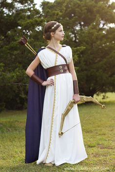 Ashley from Make It and Love It created this amazing Greek goddess Halloween costume for her daughter. Specifically, it's an Artemis costume. Greek Godess Costume, Greek Mythology Costumes, Greek Goddess Halloween Costume, Greek Goddess Mythology, Roman Goddess Costume, Greek Goddess Makeup, Greek Toga, Greek Dress, Greek Goddess Dress