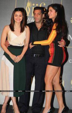 Top 10 Most Hot Indian Women Alive in 2019 Bollywood Actress Without Makeup, Top 10 Bollywood Actress, Most Beautiful Bollywood Actress, Bollywood Couples, Indian Bollywood, Beautiful Indian Actress, Bollywood Fashion, Bollywood Bridal, Katrina Kaif Bikini