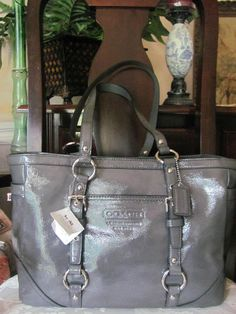 coach gray purse thil  COACH PATENT LEATHER SIGNATURE GALLERY TOTE BAG PURSE GREY