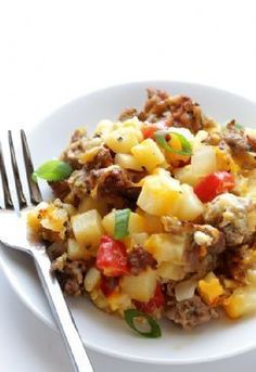 Diet Meals This easy sausage, egg and hash brown casserole is simple to make, and always a crowd-pleaser! - This easy sausage, egg and hash brown casserole is simple to make, and always a crowd-pleaser! Breakfast And Brunch, Breakfast Casserole Sausage, Paleo Breakfast, Breakfast Recipes, Breakfast Cassarole, Breakfast Options, Breakfast Burritos, Breakfast Dishes, Macros Dieta