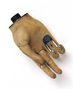 Openshaw' artificial hand, c 1919, designed by Thomas Openshaw, a surgeon at Queen Mary's Hospital, Roehampton, during World War I    © Science Museum / Science & Sociey