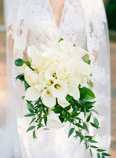 16 Stunning Summer Wedding Flowers---elegant white calla lilies wedding bouquets with greenery, organic garden wedding theme Calla Lillies Wedding, Lily Bouquet Wedding, Cascading Wedding Bouquets, Calla Lily Bouquet, Bridal Flowers, Calla Lilies, Wedding Greenery, White Lily Bouquet, White Bridal Bouquets