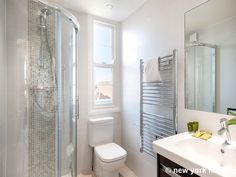 This vacation rental located in the heart of Chelsea in London features a very modern bathroom http://www.nyhabitat.com/london-apartment/vacation/320