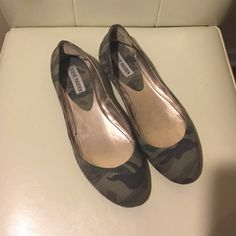 Steve Madden camouflage flats Never worn only tried on. Steve Madden camouflage flats. Excellent condition. Steve Madden Shoes Flats & Loafers