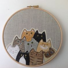 Painted cats hoop art. Cat lover gift - textile art door BoxRoomBazaar op Etsy https://www.etsy.com/nl/listing/258197130/painted-cats-hoop-art-cat-lover-gift