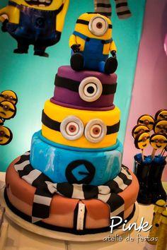 Deliciosa tarta para fiesta de cumpleaños Minions