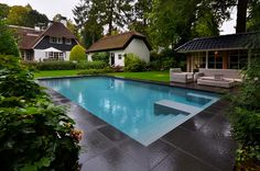 Outdoor swimming pool by VSB Wellness