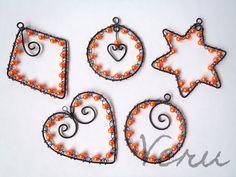 Drátování Veru: Veselé vánoční ozdoby z černého drátu. Wire Jig, Horn, Drop Earrings, Angels, Crafts, Christmas, Horns, Manualidades, Drop Earring