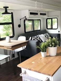 Trendy RV Makeover Ideas For Winter That Will Keep You Warm 23 - Wohnwagen Vintage Camper Interior, Airstream Interior, Vintage Campers, Vintage Rv, Vintage Airstream, Vintage Motorhome, Vintage Trailers, Diy Camper, Rv Campers