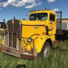 Rolling Coal, Cool Trucks, Big Trucks, Vintage Trucks, Vintage Auto, Combine Harvester, Kenworth Trucks, Truck Camper, Diesel Engine