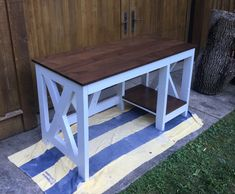 DIY Farmhouse Desk plans that will make your home office pop! Need an office farmhouse desk to spice up the home office? These DIY Desk Plans will make your office come to life. Diy Office Desk, Home Office Decor, Diy Home Decor, Study Office, Diy Wood Desk, Rustic Desk, Rustic Computer Desk, Woodworking Furniture Plans, Woodworking Projects Diy