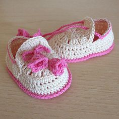 PDF file CROCHET Pattern - Baby Shoes Summer Bells ( 0-6 /6- 12 months) by loasidellamaglia on Etsy https://www.etsy.com/listing/186399450/pdf-file-crochet-pattern-baby-shoes
