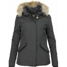 Gezien op Beslist.nl: Beluomo Bontjassen - Dames Winterjas Wooly Kort - Grote Bontkraag - Zwart