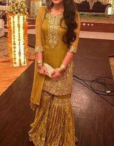 Top 10 Pakistani Bridal Dresses for Mehndi Function In 2019 Pakistani Wedding Outfits, Pakistani Dresses, Indian Dresses, Pakistani Mehndi, Shadi Dresses, Indian Outfits, Gharara Designs, Dress Designs, Simple Dresses