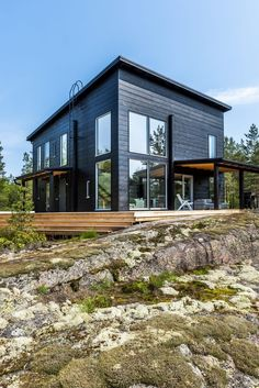 House Avokallio - One with nature - Honka Log Cabin Exterior, Black House Exterior, Log Cabin Homes, Modern Exterior, Modern Log Cabins, Rustic Cabins, Sauna Design, Design Design, Log Home Kits