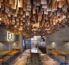 水泥工業風!烏克蘭 15 坪木質感漢堡店 Shade Burger | 設計王