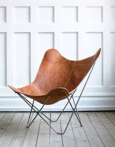 Butterfly chair, designed in Buenos Aires in 1938 by Bonet, Kurchan and Ferrari. This is a classic design with high quality, made in Sweden. Leather from Argentina and frame of raw metal. Choose between different colours and variations. Bloom High Chair, Leather Butterfly Chair, Esschert Design, Round Chair, Saddle Leather, Chairs For Sale, Occasional Chairs, Living Room Chairs, Living Area