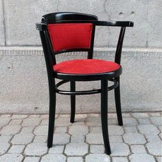 Red and ebony is perfect combo. Furniture Restoration, Be Perfect, Vintage Furniture, Armchair, Dining Chairs, Wood, Black, Instagram, Home Decor