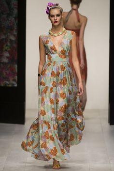 Issa Spring 2013 Ready-to-Wear Fashion Show - Juju Ivanyuk