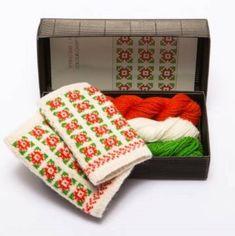 Strikkepakker til nydelige pulsvanter med latvisk mønster Mitten Gloves, Mittens, Knitting Kits, Needful Things, Cold Hands, Wool, Unique Jewelry, Handmade Gifts, Etsy