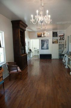 Are you looking for space for hosting client consultations, filming webinars, baby showers, bridal showers & more! Then KC Cottage is the space for you!  Our cute retro chic cottage is perfect for your next event. #GilbertVenue  #KCCottage #SpaceRental   Email us at info@kccottageaz.com for more information!